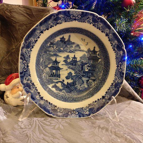 Dodici piatti fondi e piani in porcellana cinese a decoro for Piatti cinesi mangiati in italia
